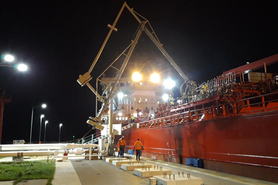 Pierwszy statek przy KRA-2 na Alfa Terminalu w Szczecinie